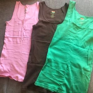 ⬇️price drop ($20)! 9 tank tops! Variety of colors